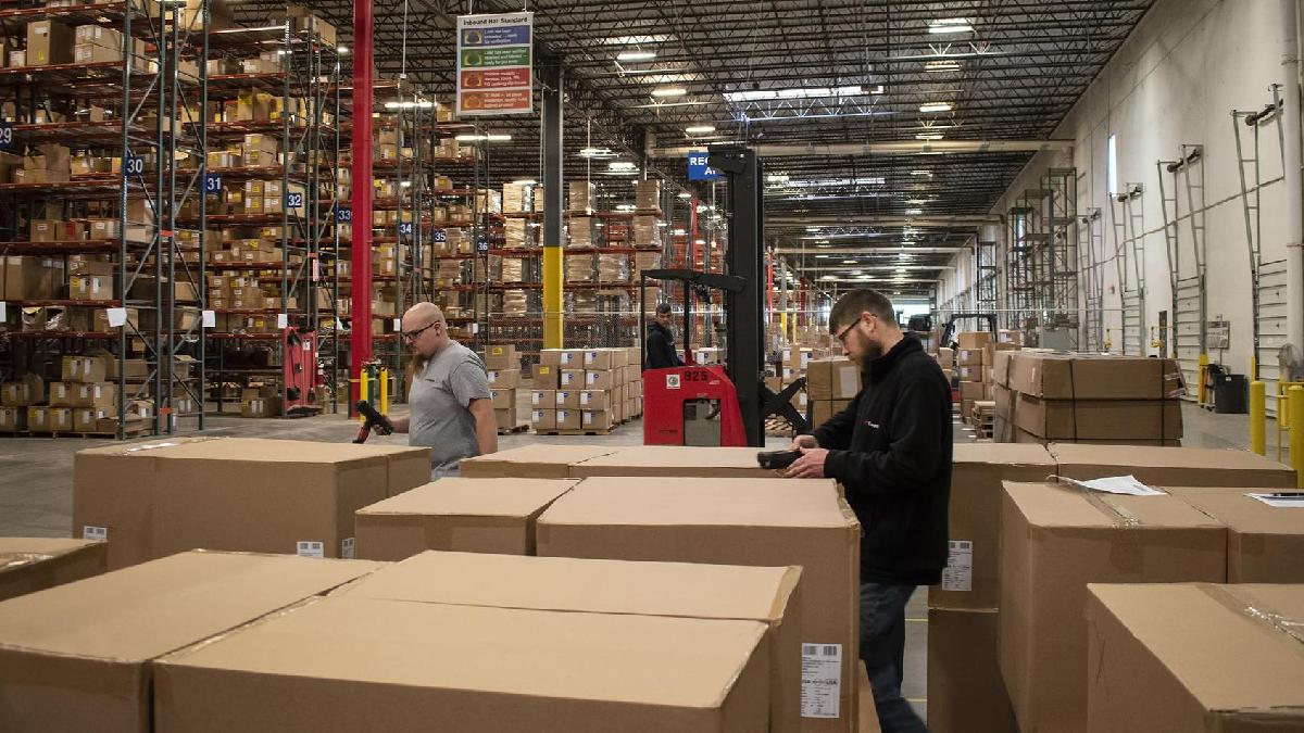 XPO warehouse employees