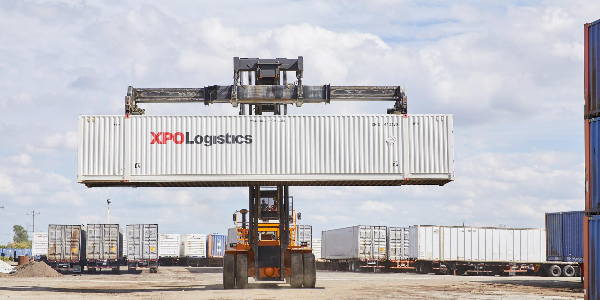 Lifting XPO container