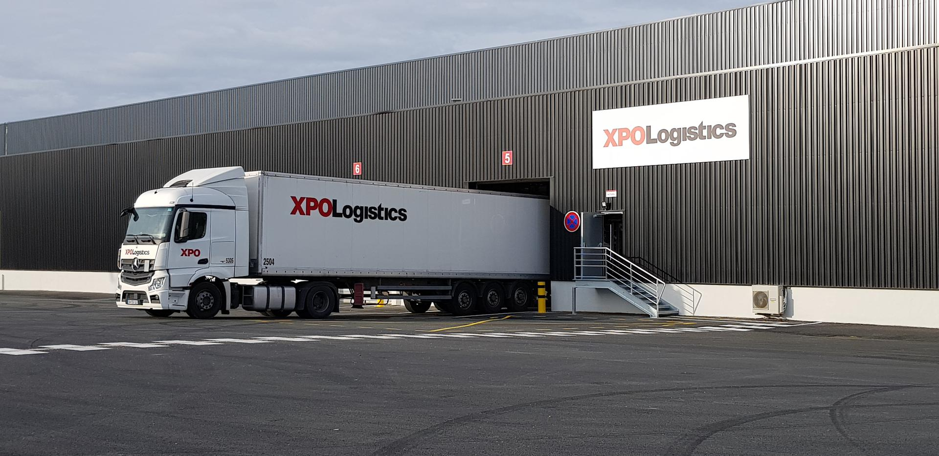 XPO_truck_and_gate