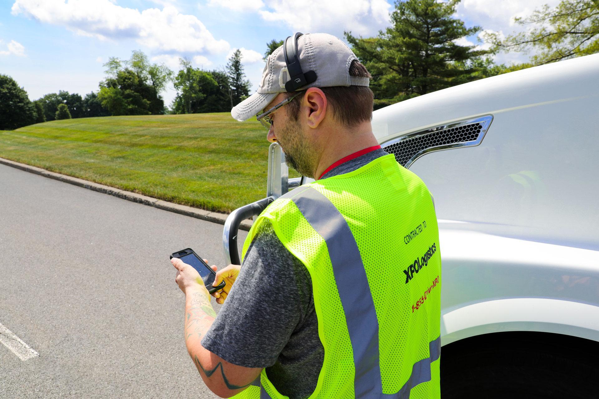XPO driver using handheld