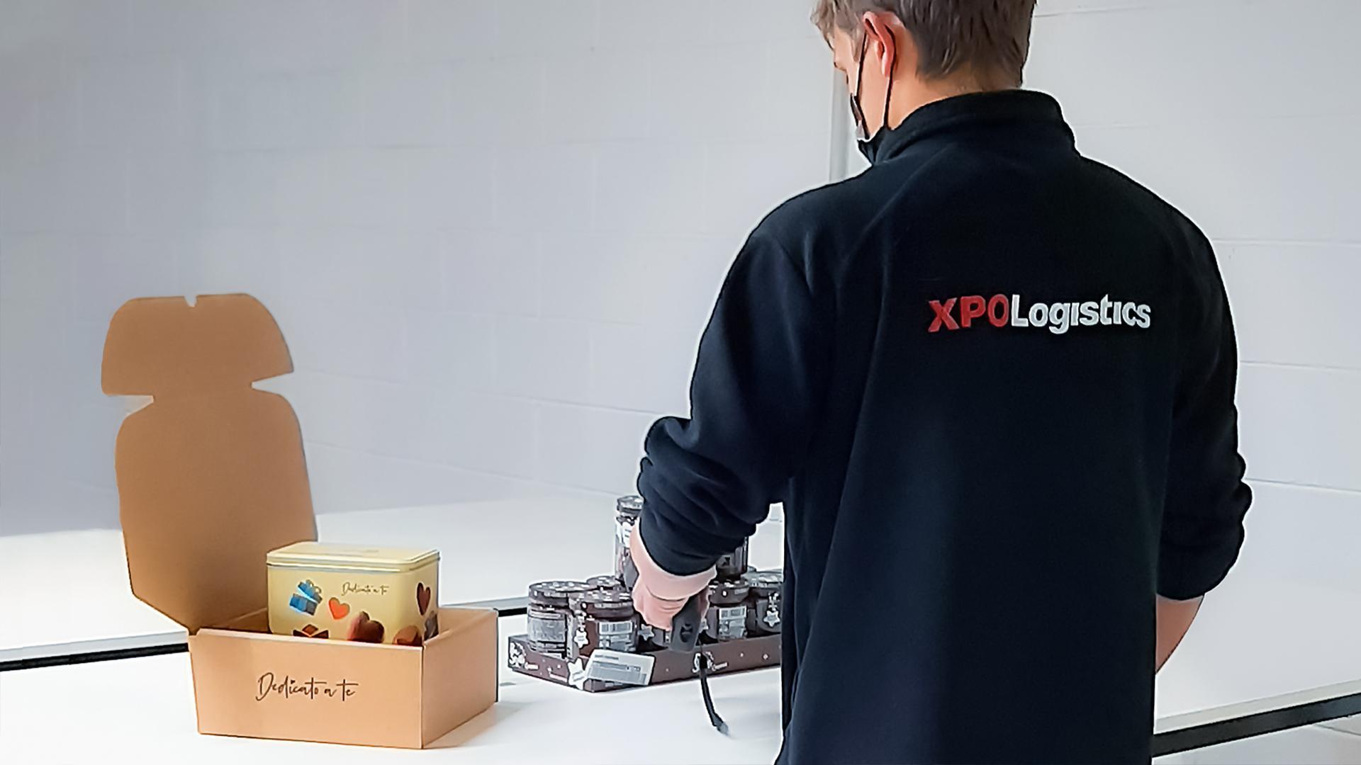 XPO employee preparing order