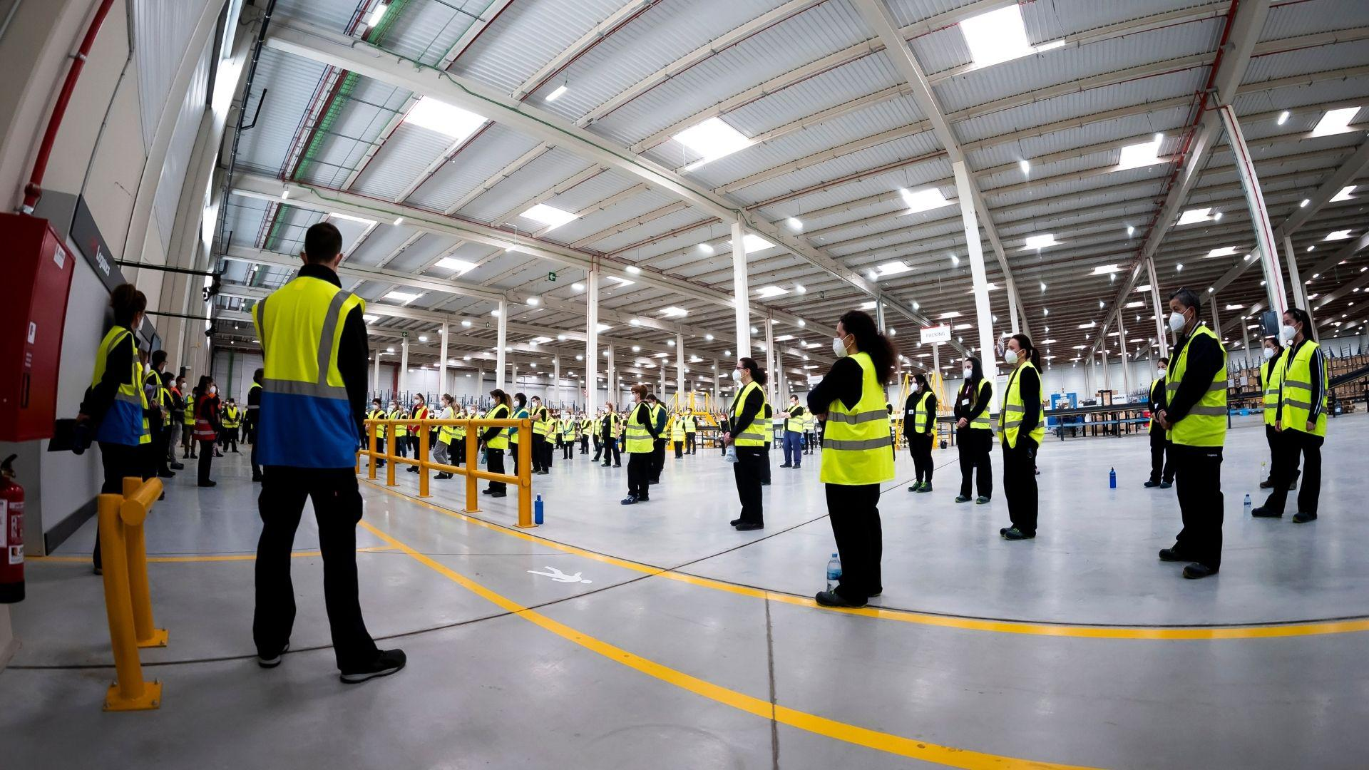 employees in a warehouse social distancing