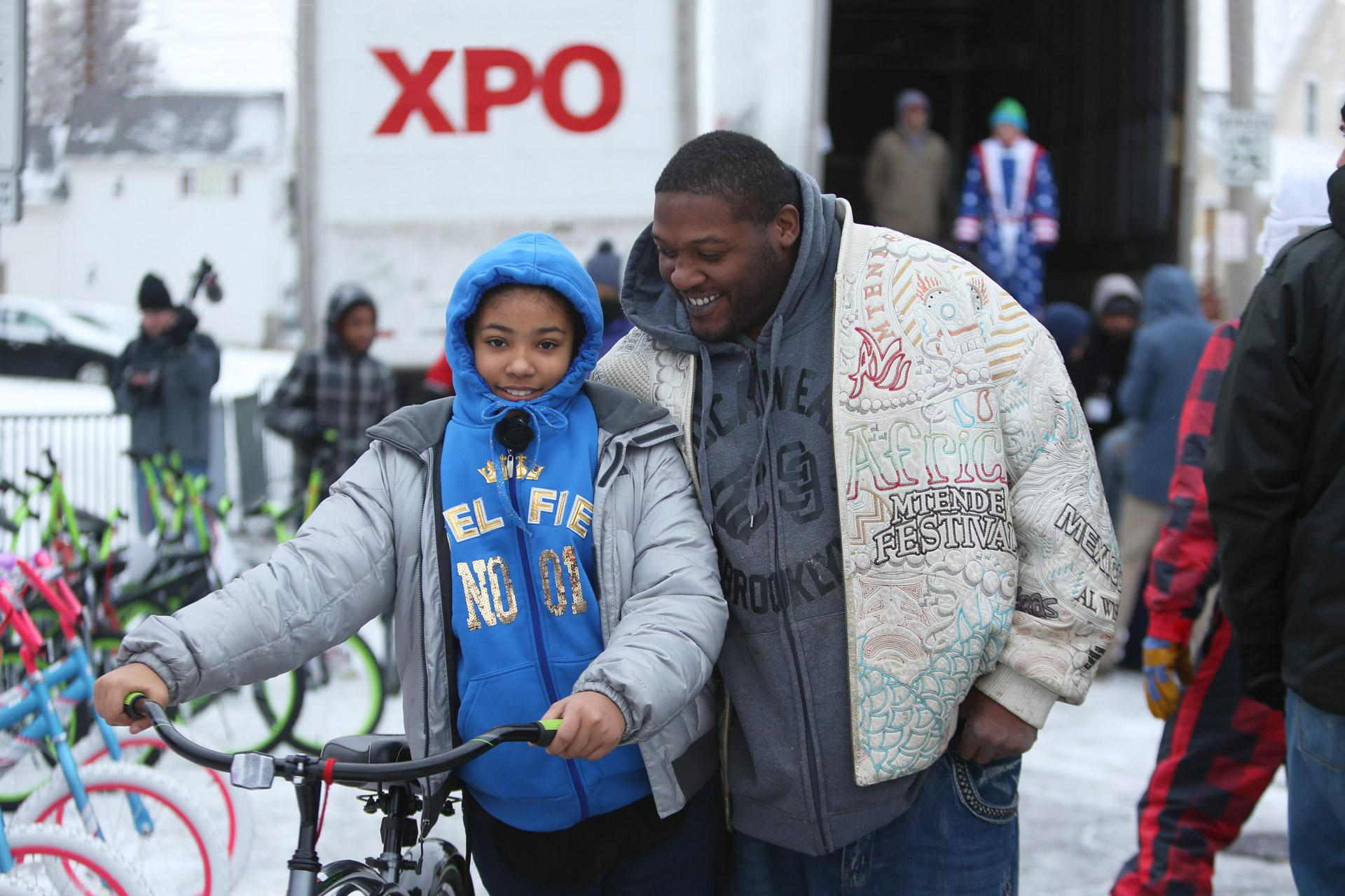 A father and daughter pick up a new, free bike donated by Elves and More